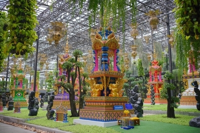 泰国的九尊大佛纪念雕像