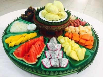 Seasonal fruit buffet
