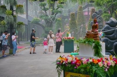 สร้างความมั่นใจ วันปีใหม่ไทย ฉีดพ่นยาฆ่าเชื้อรอบสวนนงนุช ตามมาตรการเสริมความปลอดภัยด้านสุขอนามัย